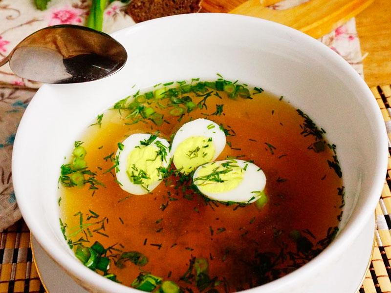 Бульон куриный с яйцом и зеленью