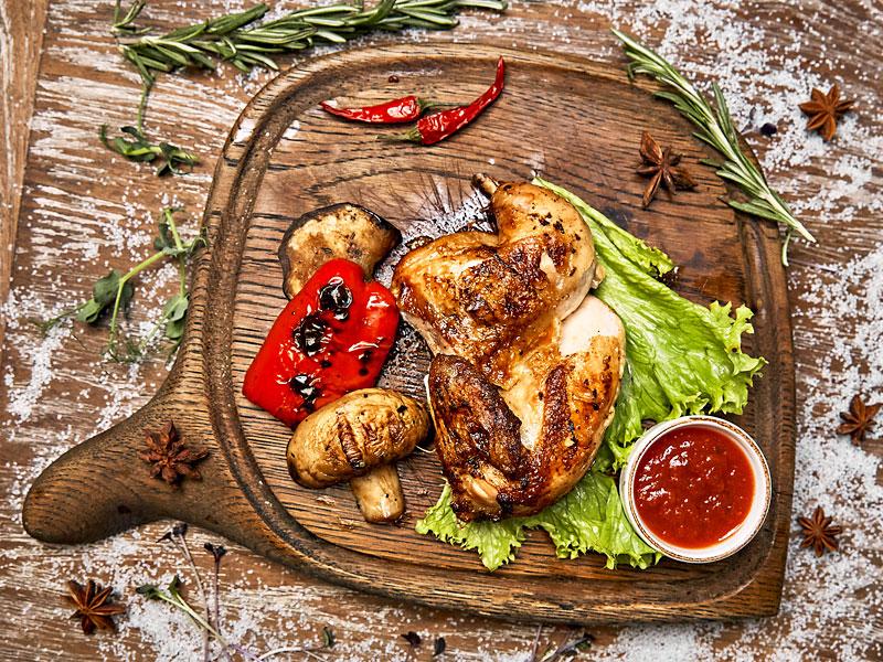 Цыпленок Табака (половинка) маринованный в красном вине с прованскими травами
