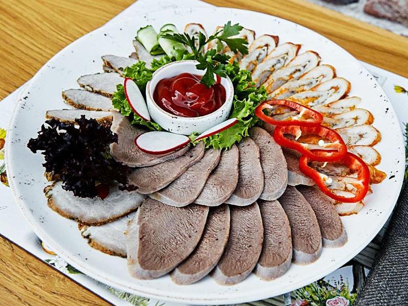 Мясная тарелка по-Питерски