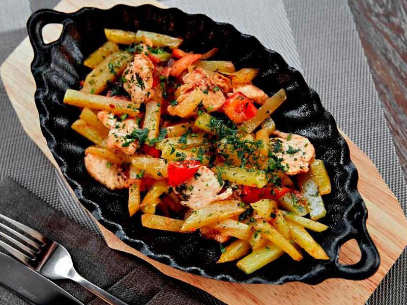 Горячая сковородка с курицей